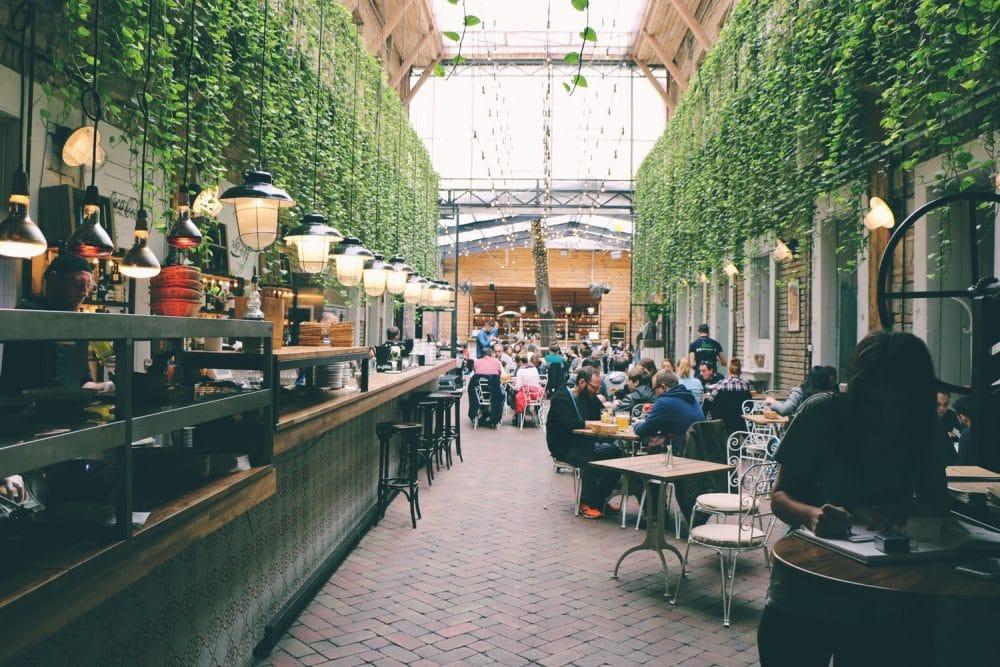 is online dating safe public restaurant